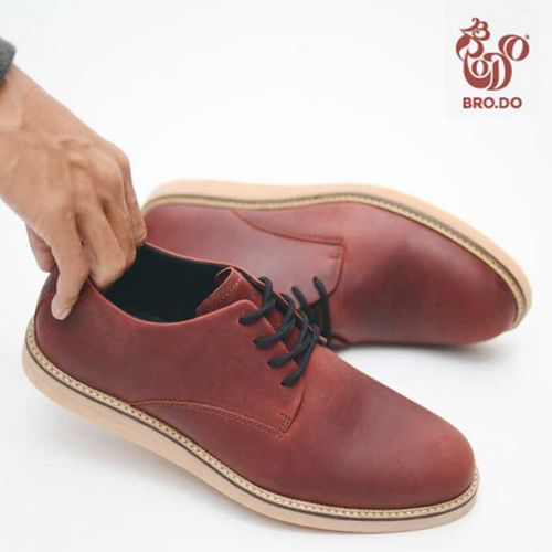 Sepatu Untuk Semua Kesempatan biaya tetap rendah sambil menjual
